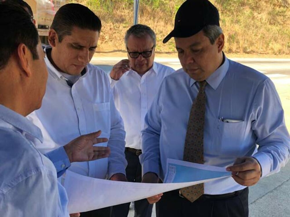 The agreements were signed by CABEI Executive President, Dr. Dante Mossi, and the Nicaraguan Minister of Finance and Public Credit, Mr. Iván Acosta.
