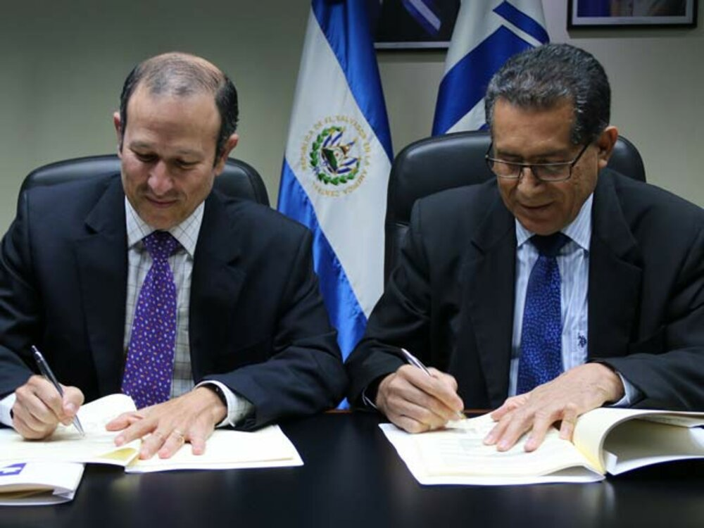 The credit agreement was signed by CABEI Country Manager for  El Salvador, Mr. Raúl Castaneda, and FSV President, José Tomás Chévez.